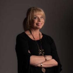 Dr Julie King